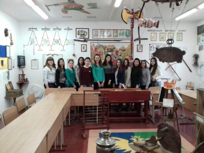 Студенти факультету початкової та мистецької освiти