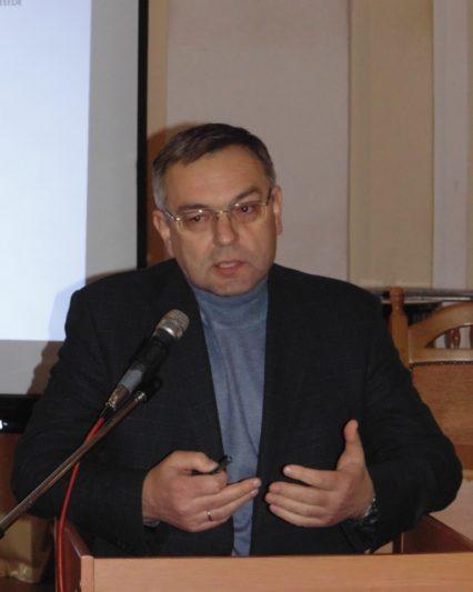 Участь в обговоренні приймає проректор з наукової роботи професор Микола Пантюк