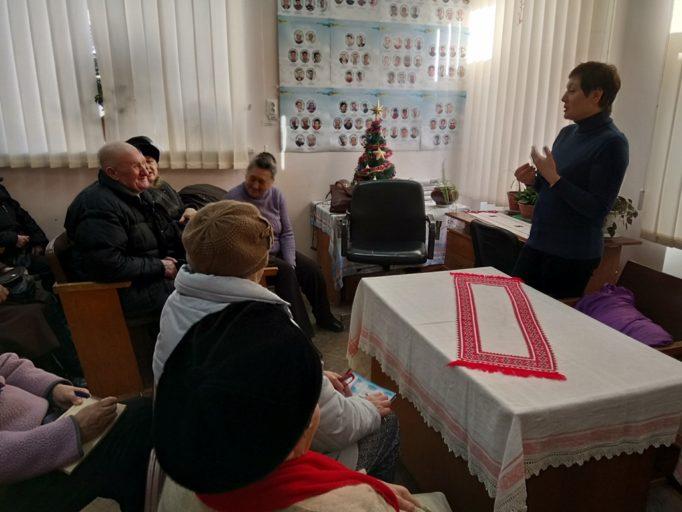 Доцент Олена Волошин читає лекцію «Профілактика порушень зору»