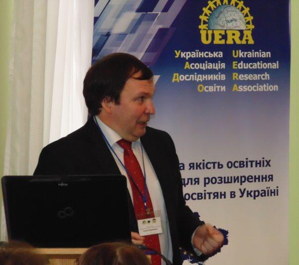 Із доповіддю виступає професор Сергій Курбатов