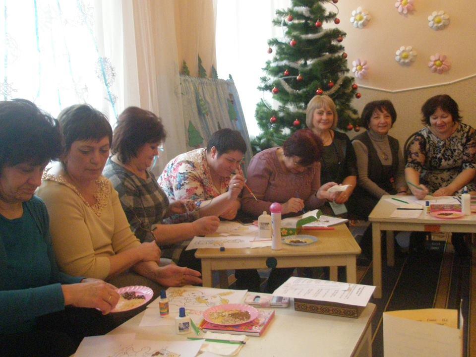 Майстер-клас ''Творча майстерня'' -''Аплікація крупами' проводить Оксана Гевко