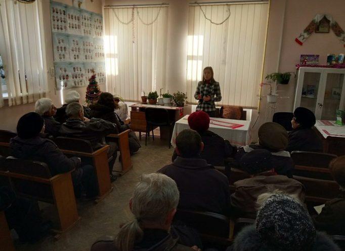 Викладач Оксана Лупак дає відповіді на запитання аудиторії щодо профілактики та попередження ускладнень цукрового діабету