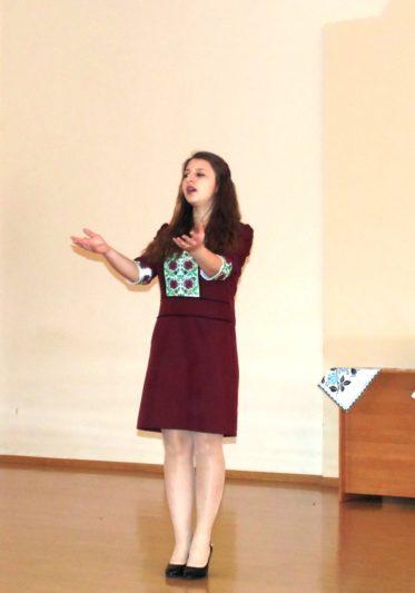 Поезію декламує Ганна Беренич (ФПМО)