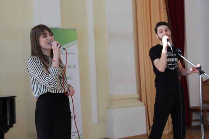 Музичне вітання від студентів Ірини Навроцької та Юрія Сімонова