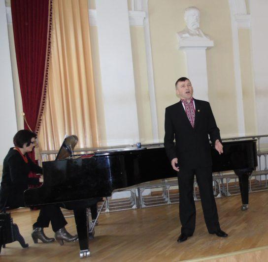 Співає Андрій Боженський