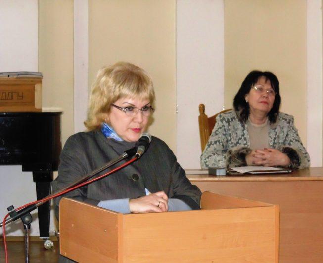 Доповідає голова профспілки працівників університету доцент Олена Куцик