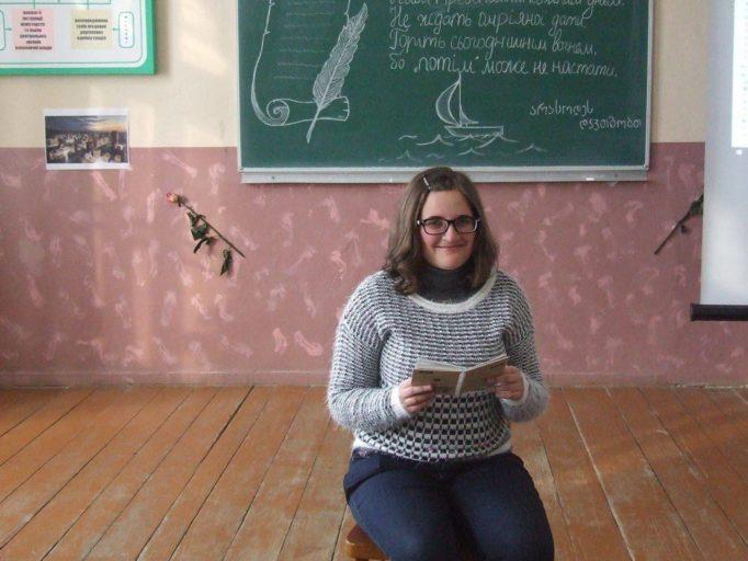 Свої вірші читає Лідія Мазурчак
