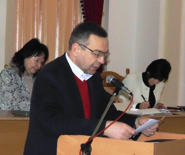 Участь в обговоренні бере проректор з наукової роботи професор Микола Пантюк