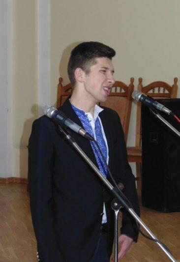 Переможець конкурсу читців поезій Т. Шевченка Василь Хорканін