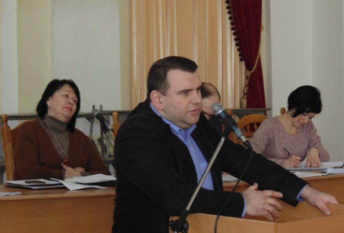 Участь в обговоренні бере проректор з науково-педагогічної роботи доцент Юрій Вовк