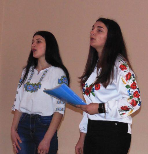 Музичне вітання учасникам конкурсу від студентів Катерини Музички та Марії Чурій