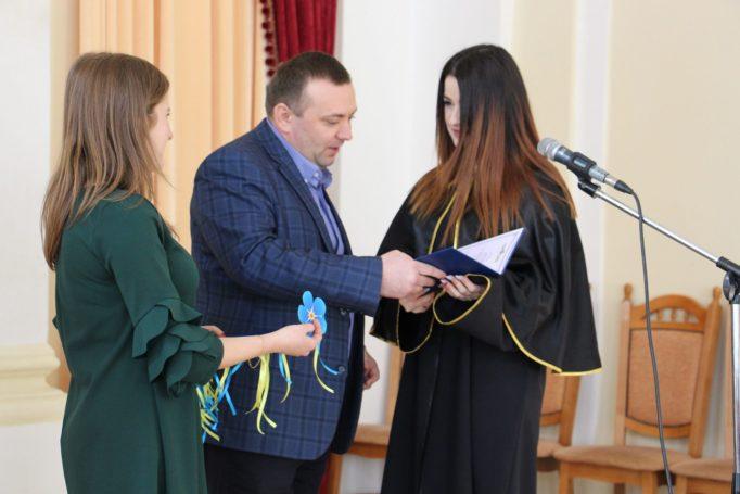 Вручення диплому магістра