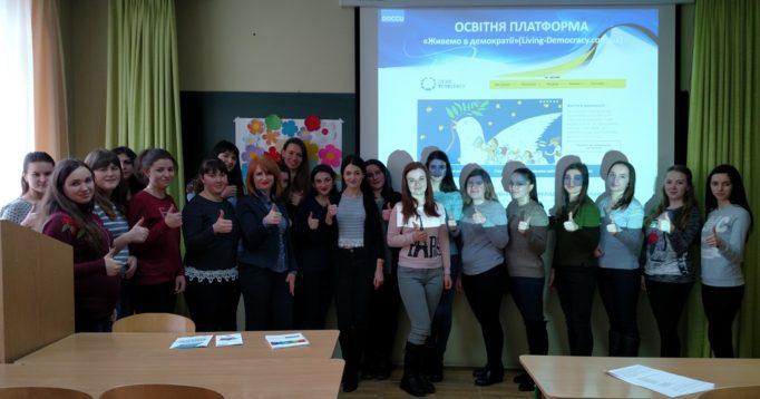 Учасники тренінгу із доцентом Іриною Садовою