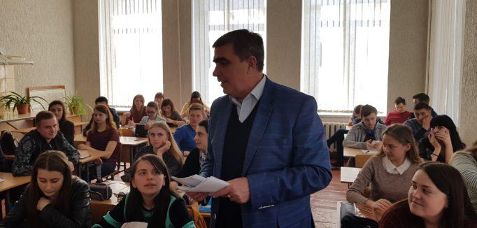 Професор Леонід Оршанський серед студентів-випускників