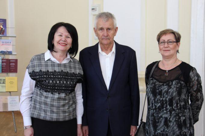 Фото на згадку (зліва направо) професори Надія Скотна, Станіслав Домбровський та доктор Беата Скварек