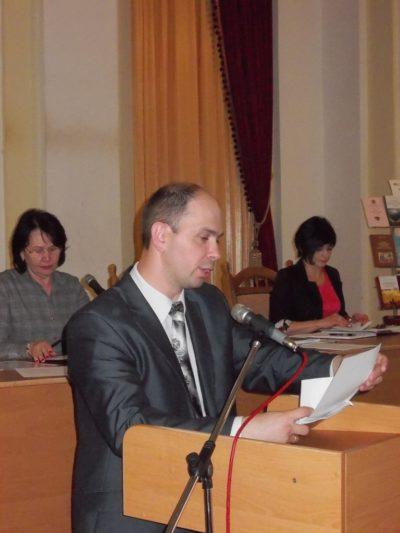Доповідає вчений секретар вченої ради доцент Микола Галів