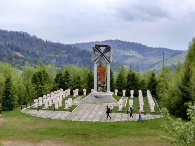 Меморiальний вiйськовий цвинтар воякiв УСС на горi Макiвка