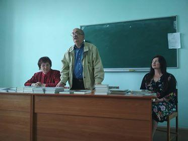 Зліва направо Надiя Гуменюк, Володимир Лис та доцент Мирослава Іванишин