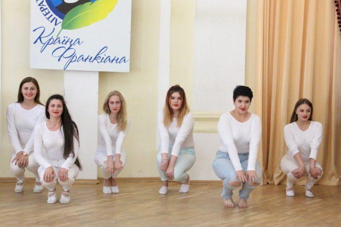 Танець у виконанні колективу «Sunrise».