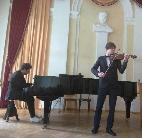 Євген Сов'як (фортепіано) і Максим Угриновський (скрипка)