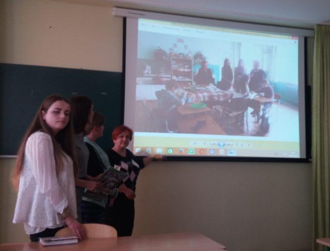 Старший викладач Оксана Скварок підсумовує зустріч про інклюзивну освіту