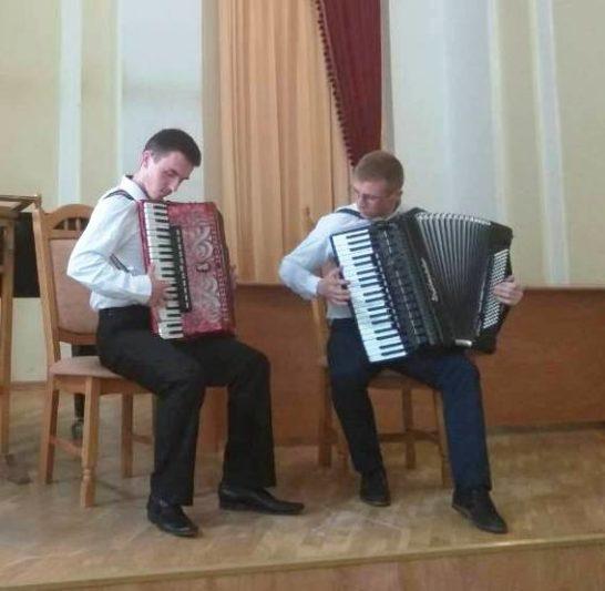 Юрій Бобітко й Іван Собіль (акордеон)