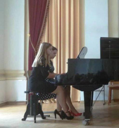 Фортепіанний дует у складі Ірини Лужецької та Ілони Рудницької