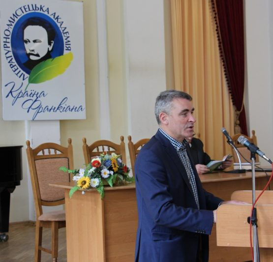 Вітальне слово виголошує депутат Львівської обласної ради Михайло Задорожній