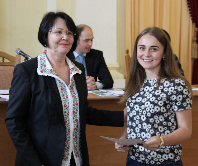 Дипломом ІІІ ступеня нагороджується студентка факультету початкової та мистецької освіти Іванна Денькович