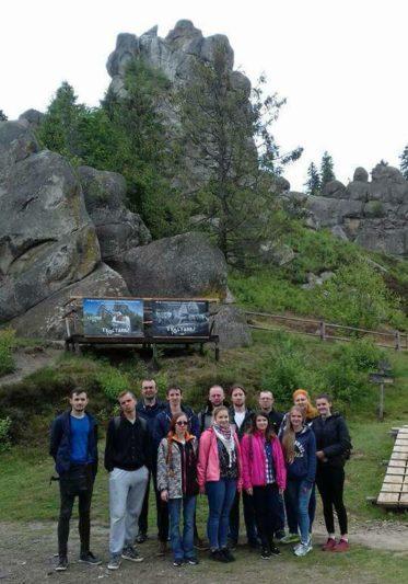 Студенти пiдкорюють наскельну фортецю