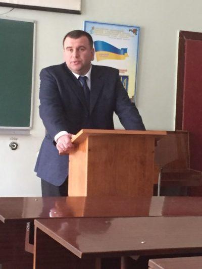 Відкриває конференцію проректор доцент Юрій Вовк