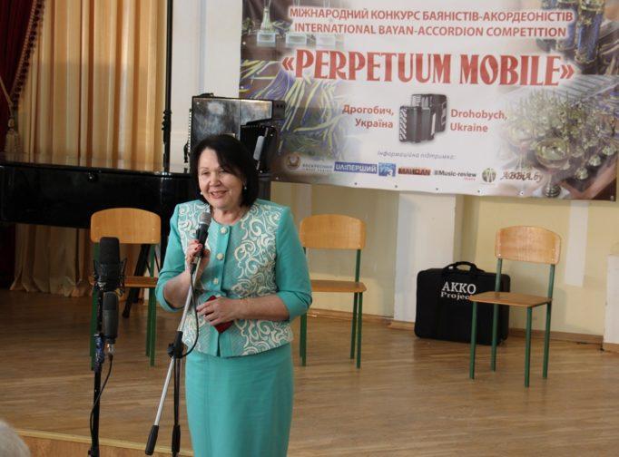 Відкриває конкурс голова оргкомітету ректор професор Надія Скотна