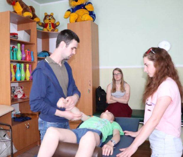 Заняття проводить Роман Бас, асистує Олександра Буцик