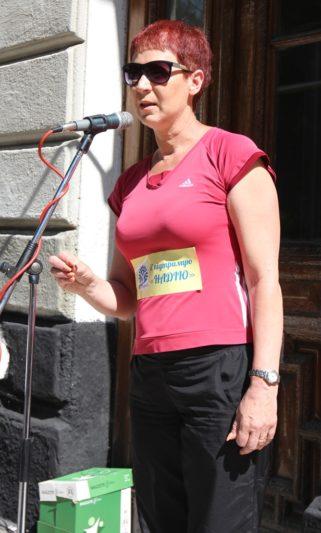 Учасників пробігу вітає доцент Наталія Кізло