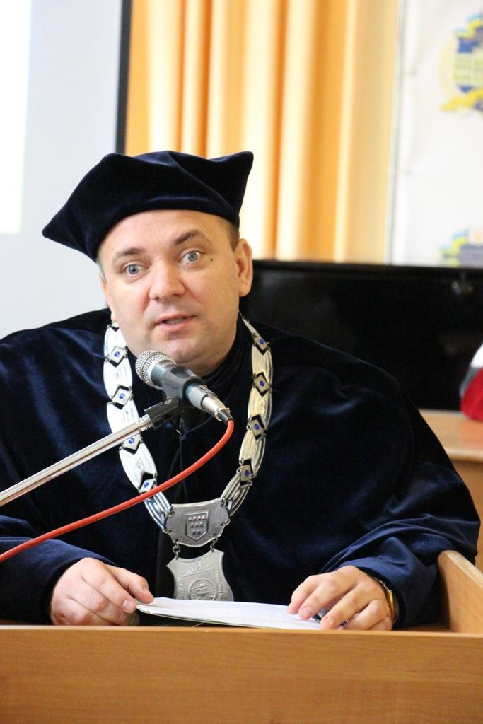 Слово на пошану номінанта виголошує доцент Ігор Гриник