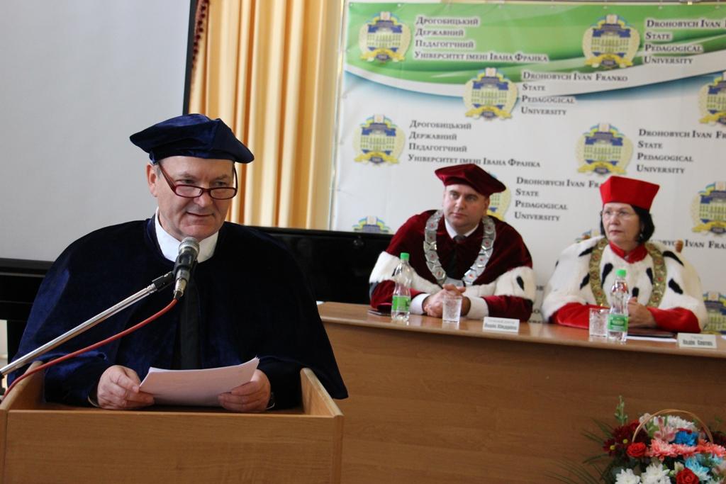 Почесний доктор Дрогобицького державного педагогічного університету імені Івана Франка Йоріс Хіндрікс виступає із доповіддю «Глобально поєднані важливість міжнародної співпраці»