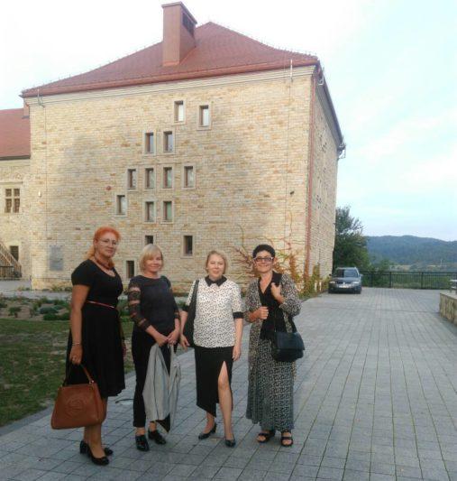 Біля Саноцького замку