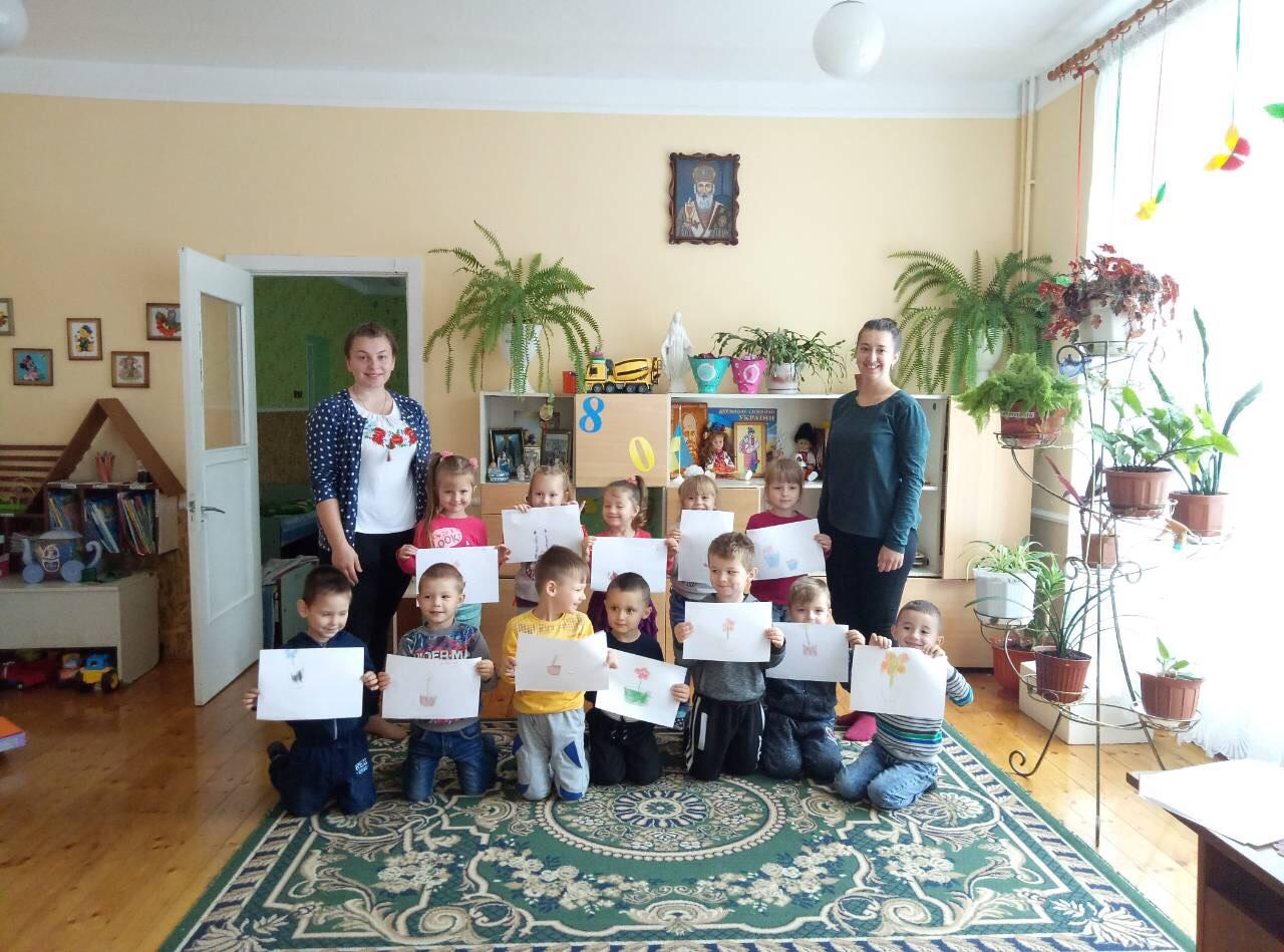 заняття проводили студенти зліва групи – ДО – 44 Б Онішечко Мар'яна та справа Паранчук Марія.