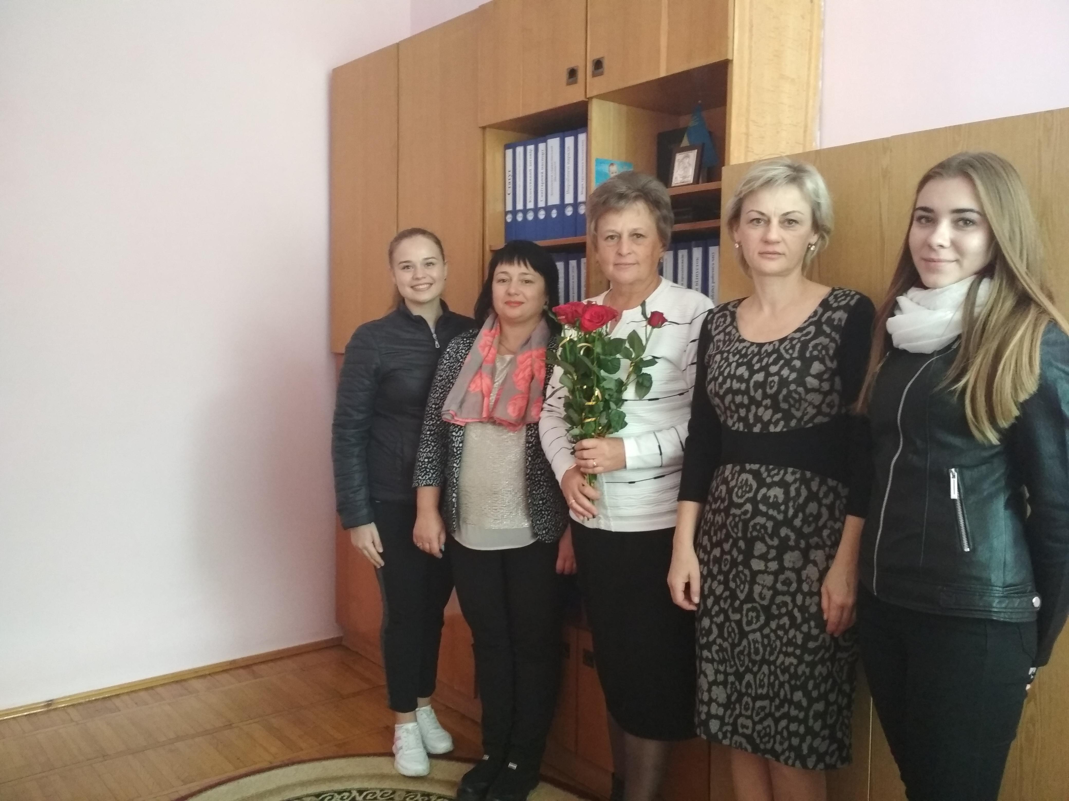 """ДНЗ № 15 """"Лелеченька"""" – третя зліва Ганна Федорівна Ковалик."""