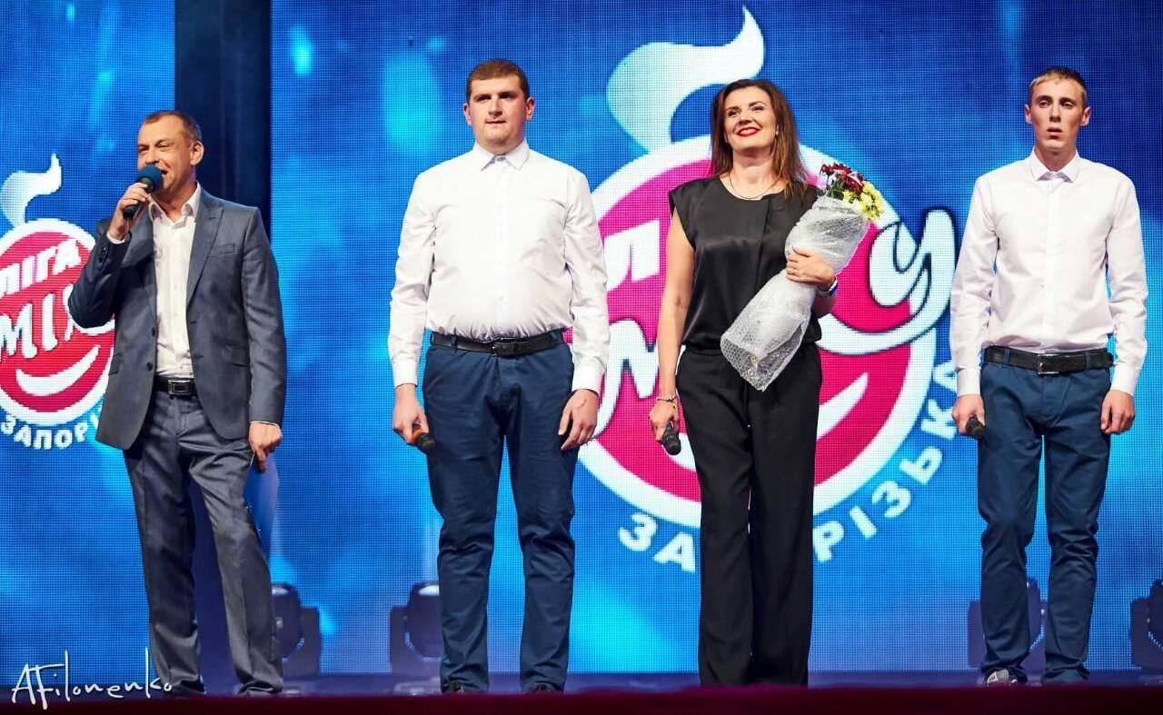 Степан Вiкоброда(другий злiва), тренер команди Анна Костенко, Святослав Сидорчук (перший справа)