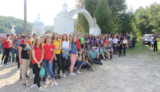 У Добромилi бiля монастиря