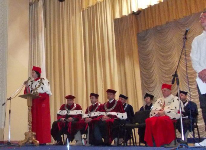 Вітальне слово виголошує ректор професор Надія Скотна