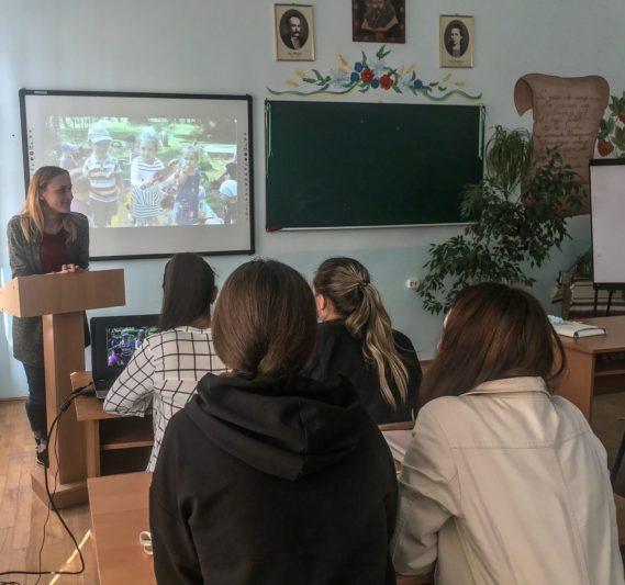 Звітує про проходження педагогічної практики студентка Наталія Забавка