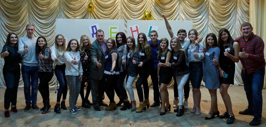 Голова профкому студентiв Iгор Гiвчак разом зі студентським активом