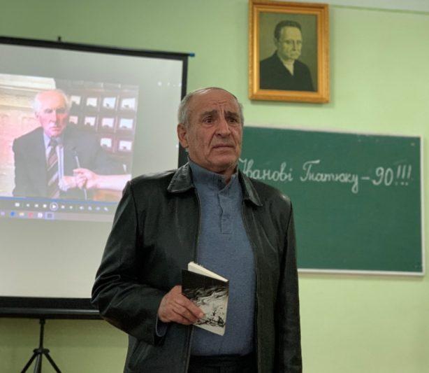 Вiршi декламує Йосип Кронжко