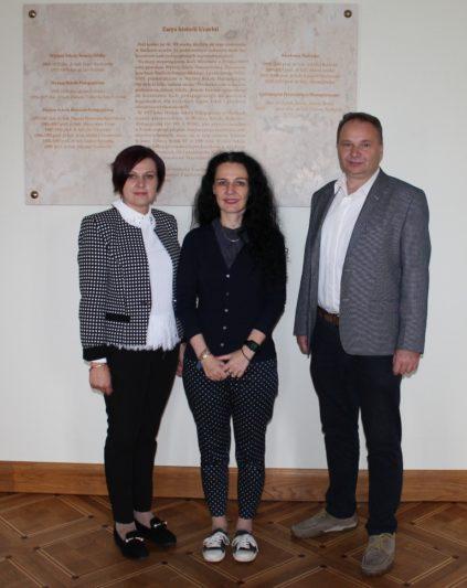 На фото (зліва направо)=доцент Єлизавета Копельців-Левицька , професори Беата Валенчук-Дайнека та Aдам Бобрик